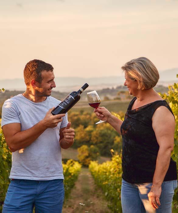 produttore di vino nobile di montepulciano, servizio vino in vigna