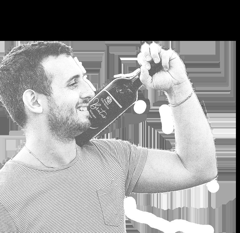 viticoltore con bottiglia di vino, bianco e nero